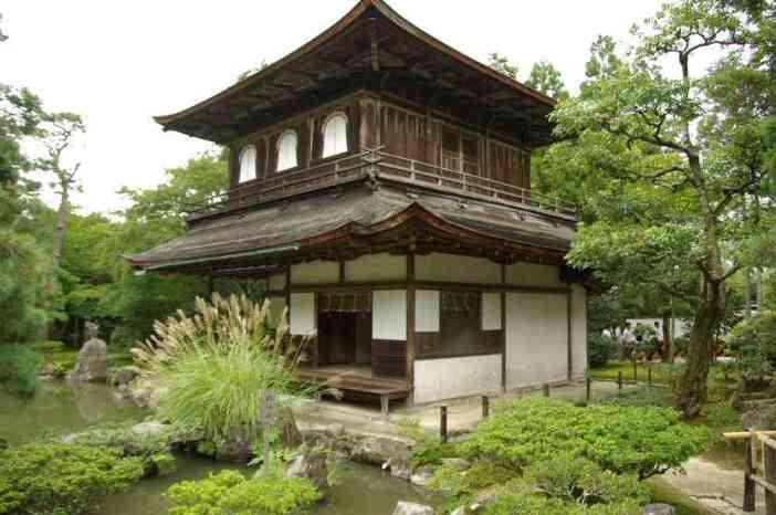 Vue du pavillon d'Argent (Ginkaku-ji) à Kyōto, le 15 septembre 2007