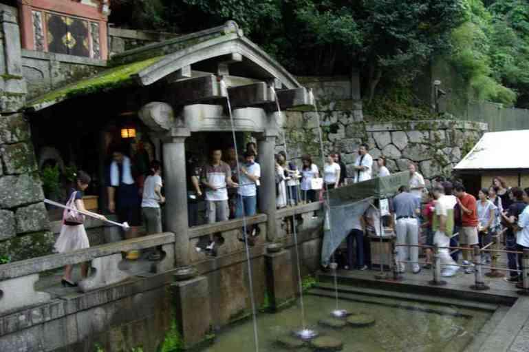 La source sacrée du Kiyomizu-dera (Kyōto), le 15 septembre 2007
