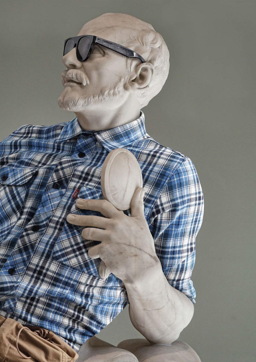 leo caillard statue habit 1
