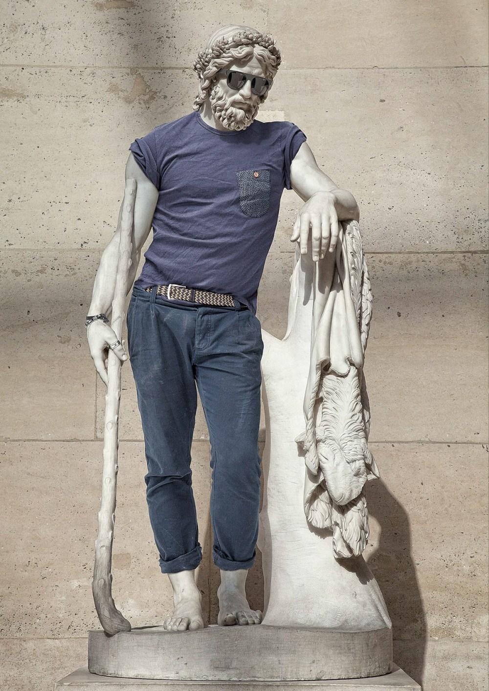 leo caillard statue habit3