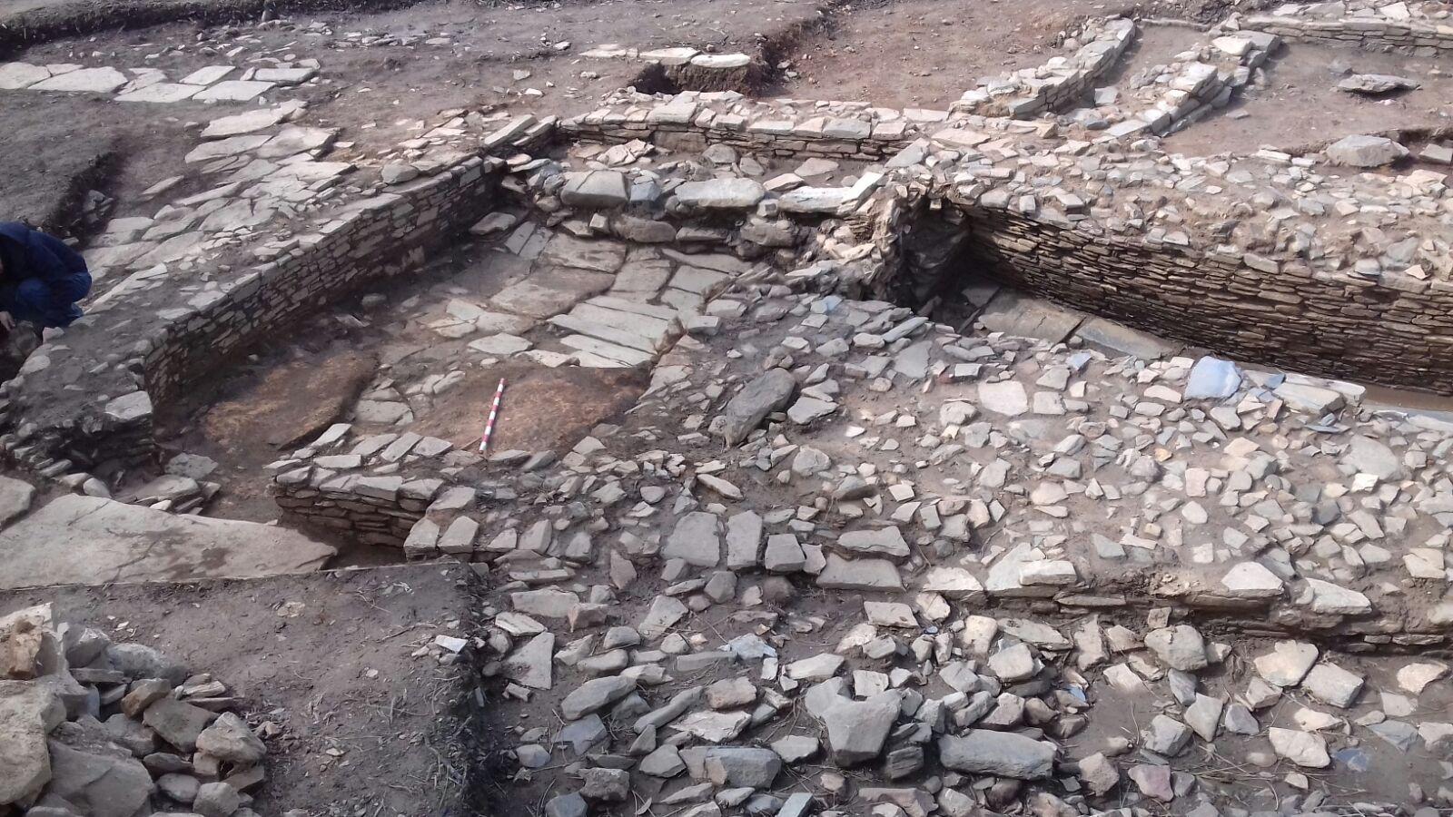 """O Carbono 14 confirma que o uso e ocupación da """"pedra formosa"""" do Sarridal de Cedeira é anterior á romanización"""