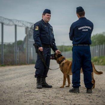 Hungria pune con un ano de prisión quen axude imigrantes