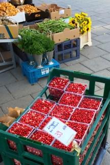 Lingonberries at Karlaplan