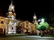 43 basílica catedral de arequipa at night