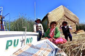 93 lake titicaca puno boat familia