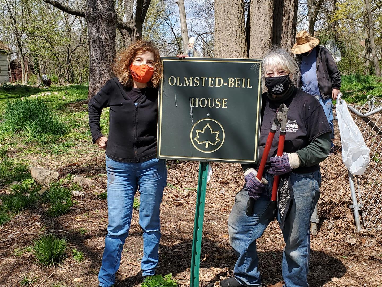 Grounds-clean-up-Teresa-Torres-and-Tina-Kaasmann-June-2021