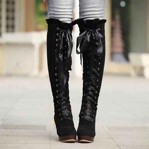 b3d984f3a7a Προτιμούνται κυρίως με παντελόνια ή κολάν, ενώ εάν σας αρέσει να φοράτε  φούστες (Προσοχή! Πρέπει να είναι πάνω από το γόνατο), επιλέξτε ψηλές μπότες  με ...