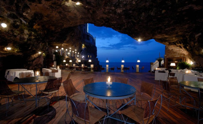 The Seaside Restaurant Inside a Cave in Italy. Most romantic places in the world to have a dinner (2)