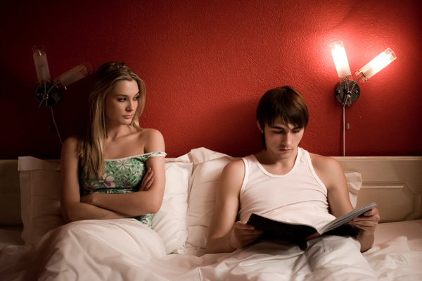 unfaithful-man-in-bed_o08lcm