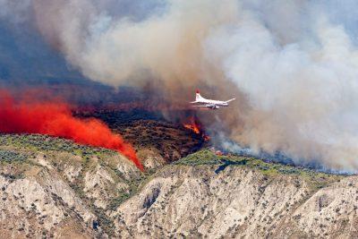 Airtanker fighting wildfire in Kamloops, BC
