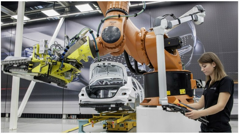 Mercedes Benz Industrie 4.0 – Digitalisation of the Automotive Industry