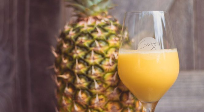 A Disney wine bar is serving 2 new boozy drinks made with Dole Whip that pineapple fans will love