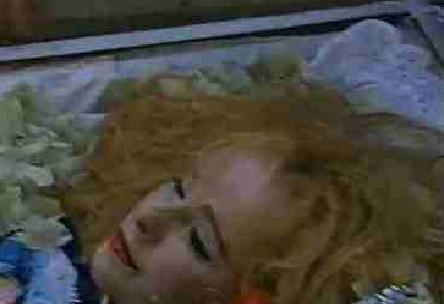 Φωτογραφία της νεκρής Αλίκης Βουγιουκλάκη στοιχειώνει το διαδίκτυο και σοκάρει.