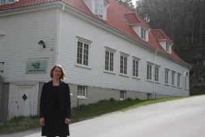 Tina Andersson Jensen foran Film- og TV-huset på Odderøya utenfor Kristiansand