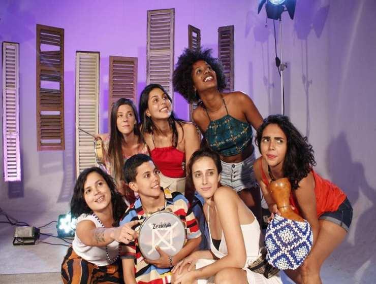 Composé de dix femmes, Samba Que Elas Querem est l'un des groupes brésiliens de samba les plus populaires de Rio de Janeiro