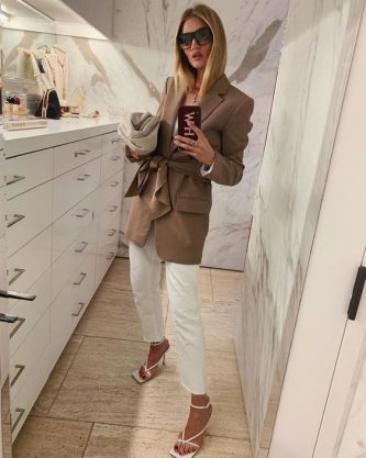 chaussures-carrées-instagram-rosie-huntington-whiteley-o-magazine