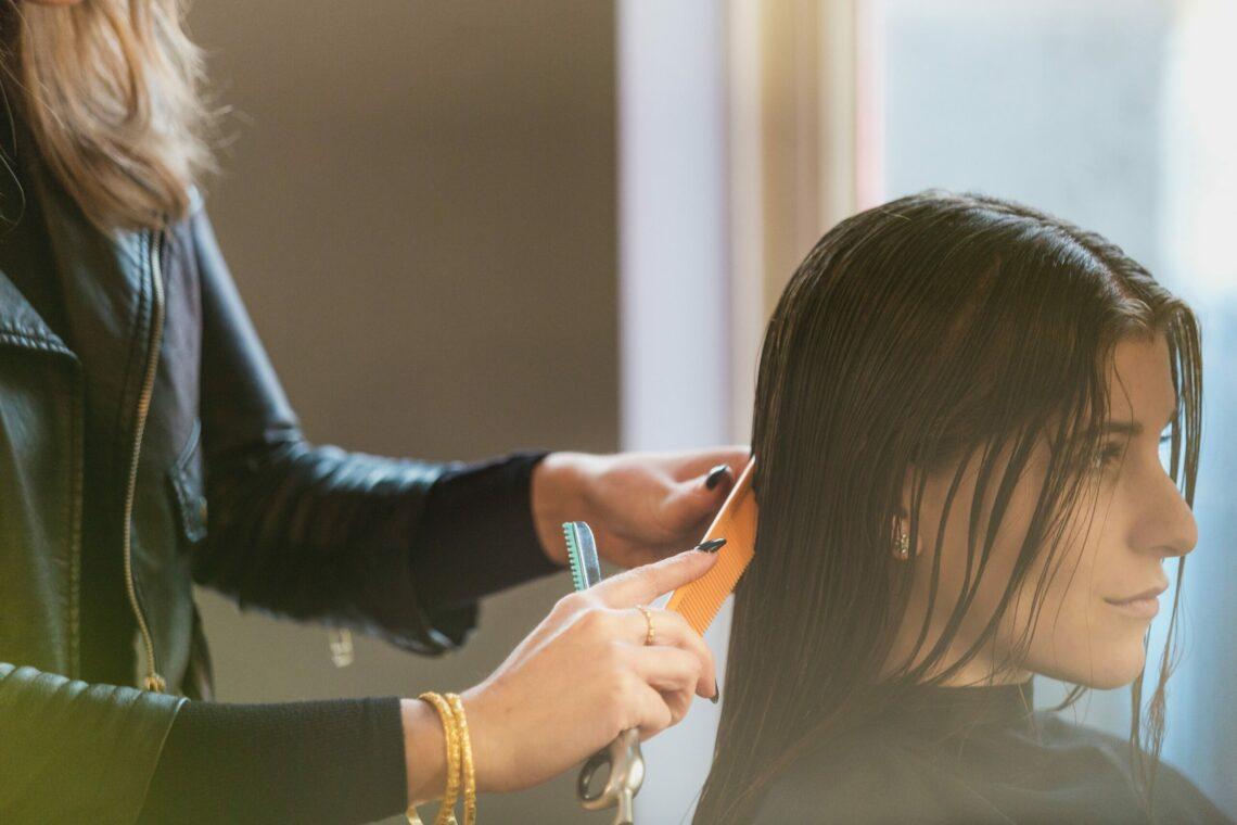Les artifices beauté : l'envers du décor des extensions de cheveux
