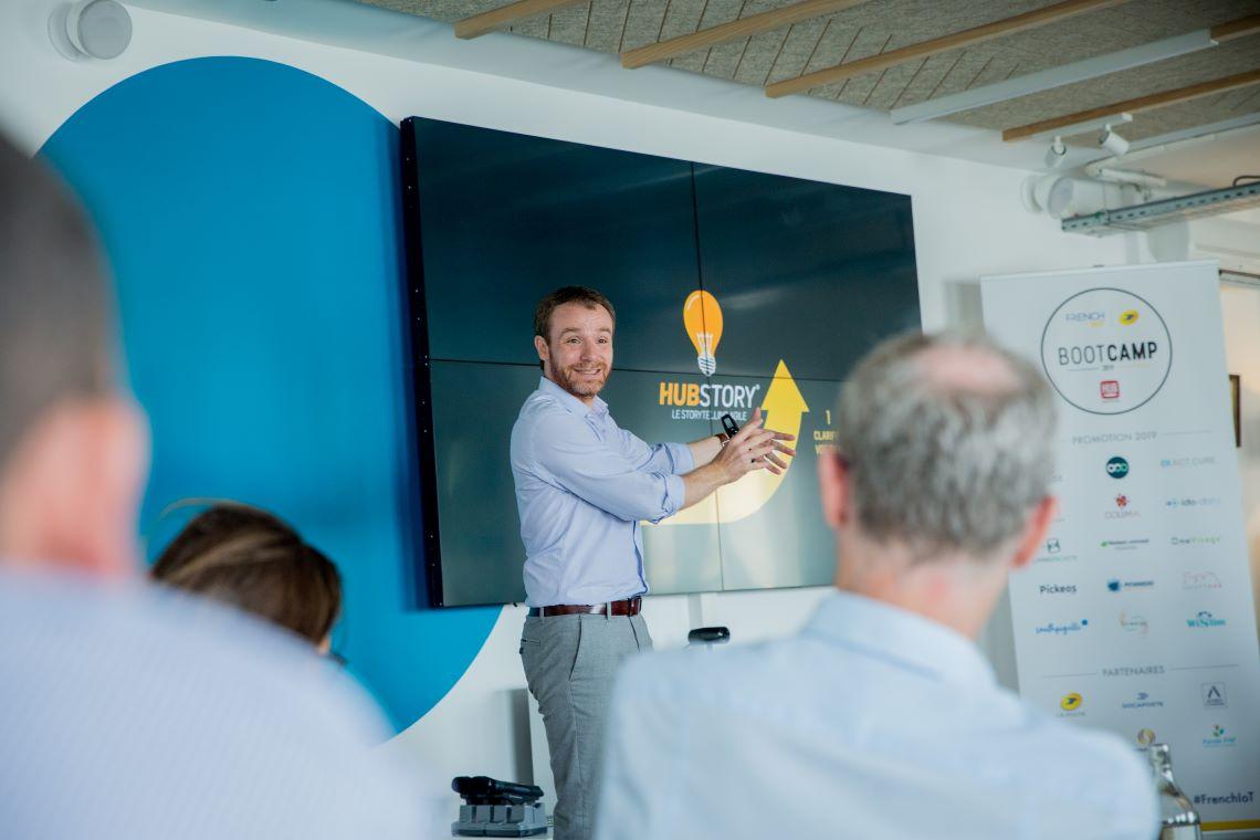 Sébastien Bernard devant un auditoire dans le cadre d'une présentation.