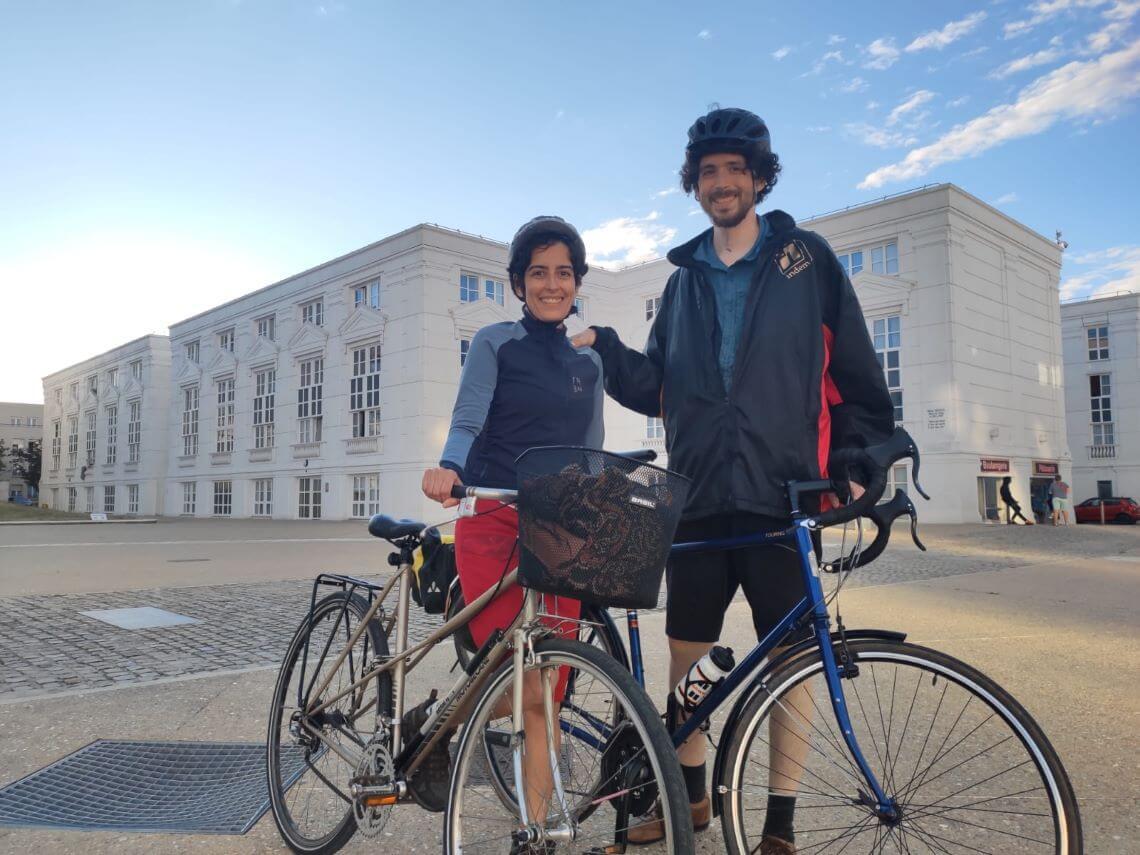 Parmi nos dix conseils pour bien faire du vélo en ville, vérifier la pression des pneus.
