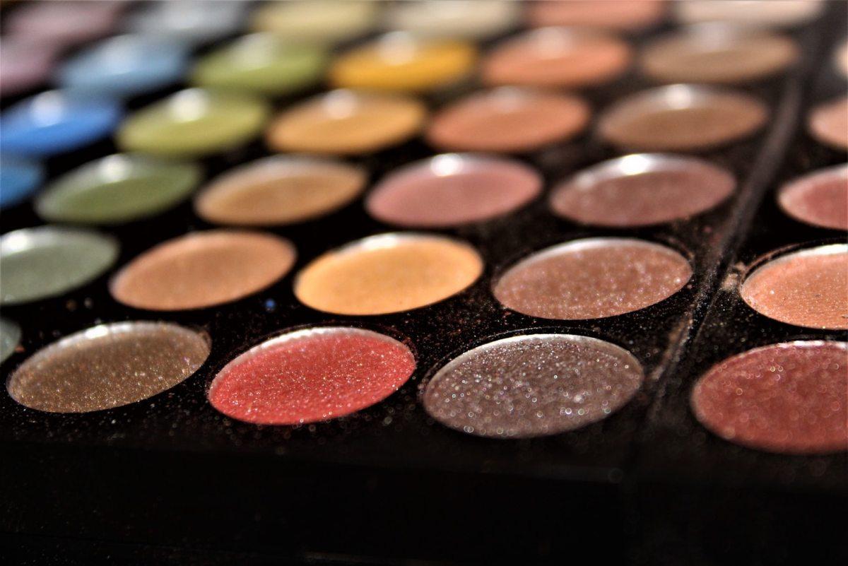 Beauté: Valentino signe sa première collection de maquillage