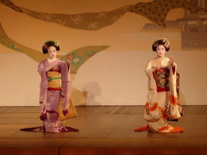 Tuto maquillage geisha - Deux geishas qui dansent.