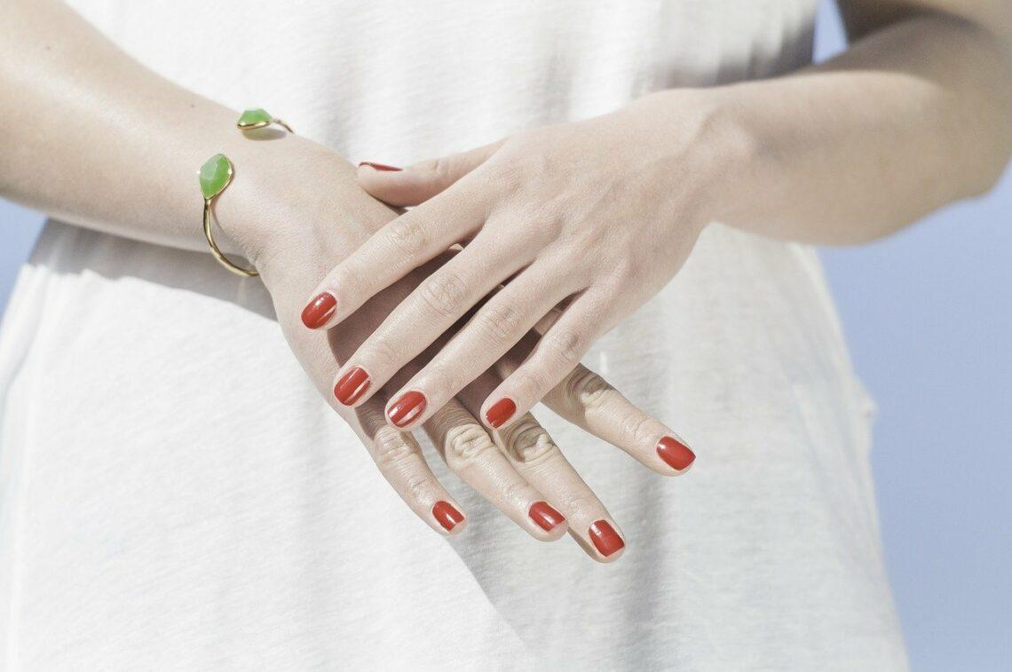 soin des mains en hiver - des mains et des ongles soignées