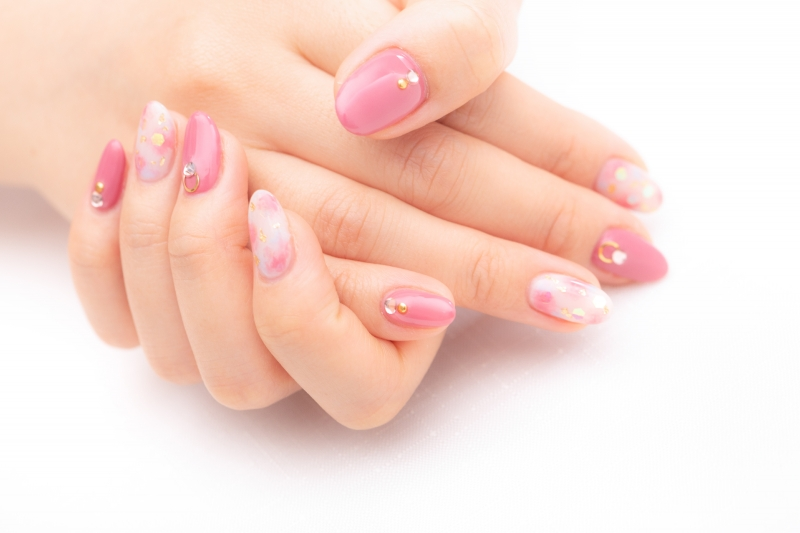 Nail art rose et blanc