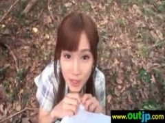 小島みなみが山の中で手コキ&フェラチオしてるチューブエイト動画