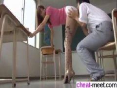 セクシー女優の神波多一花が女教師に変身して生徒を誘惑しセックスしまくるおまんこ動画無料