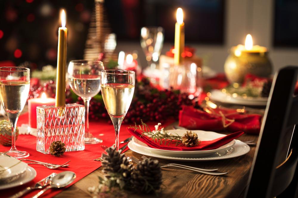 repas de fêtes pas cher - décoration table de fêtes de noel