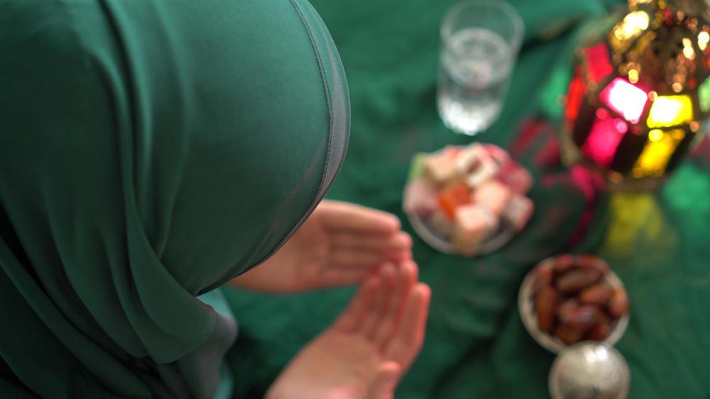 Dua (prière) pour casser le jeûne et commencer le jeûne alimentaire du ramadan