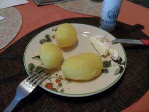Kartoffel mit Salz und Butter