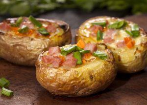 gebackene gefüllte Kartoffeln