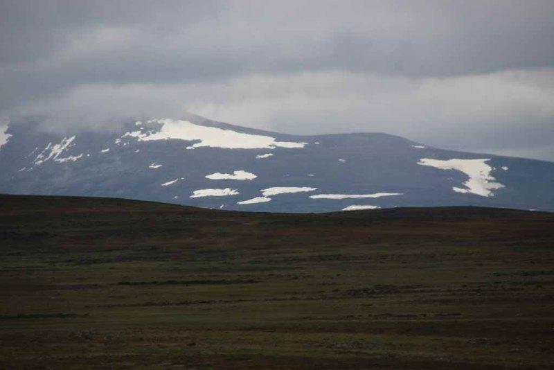 Blick vom Flatruet Richtung Helags - noch immer Schnee...