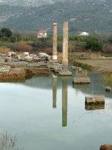 Claros-columns-reflection