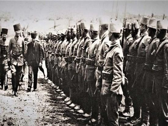Baskomutan Mustafa Kemal Ataturk ve Ordu