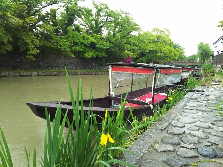 手漕ぎ和船と八幡堀
