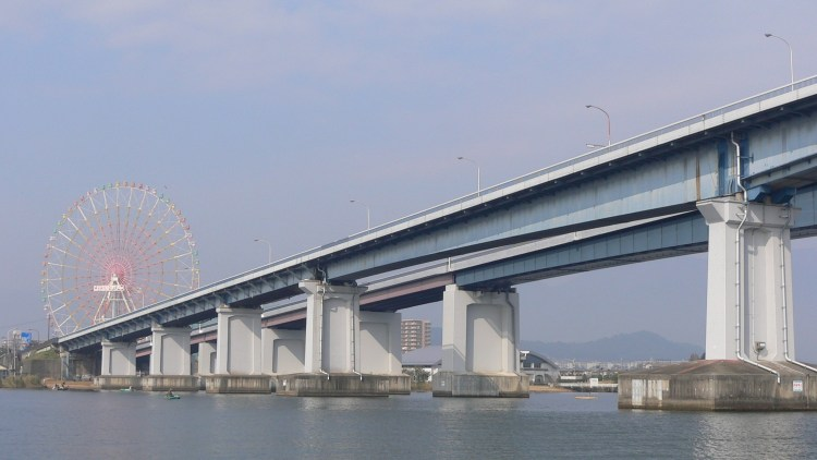琵琶湖大橋とイーゴス108