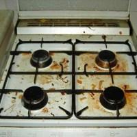 E plin de grăsime grătarul de la aragaz? Uite cum să-l cureți cu un ingredient banal care costă doar 1 leu. Te așteptai?