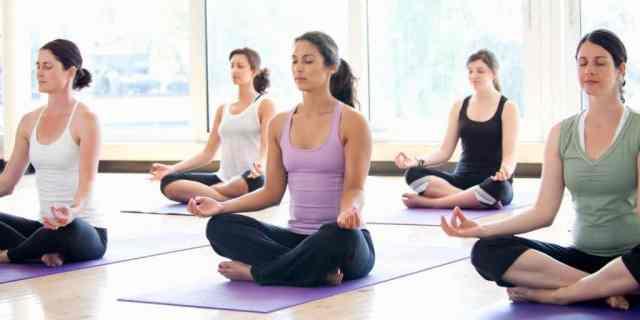 Tečaji joge so odličen začetek.