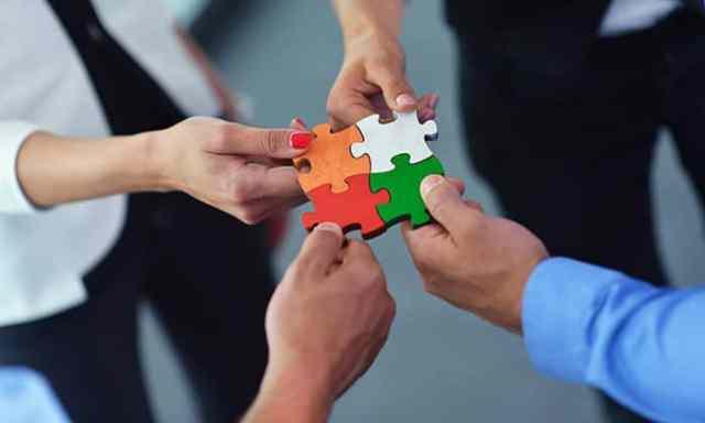 ustvarjanje-celote-skozi-skupinsko-delo