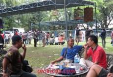 Asyik bersantai di sela lomba burung Solo Kota Budaya 2012
