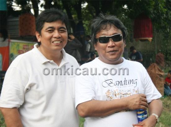 Mr Bagya (kiri) Bersama koleganya, Drs Bambang Wisnu.