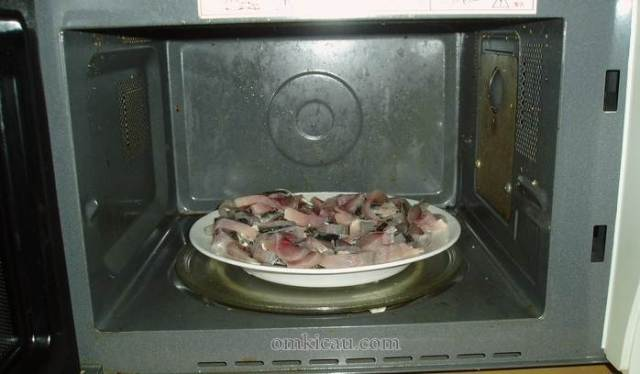 Mengeringkan di oven