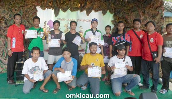 Para pemenang di Kelas Kenari Standar