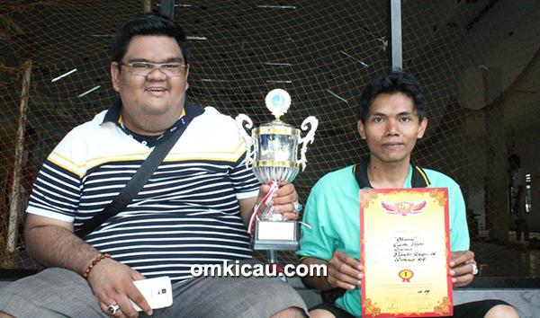 Om Nanda (kiri) dan Om Supri