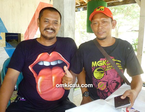 Om Dwix Blackmamba (kiri)