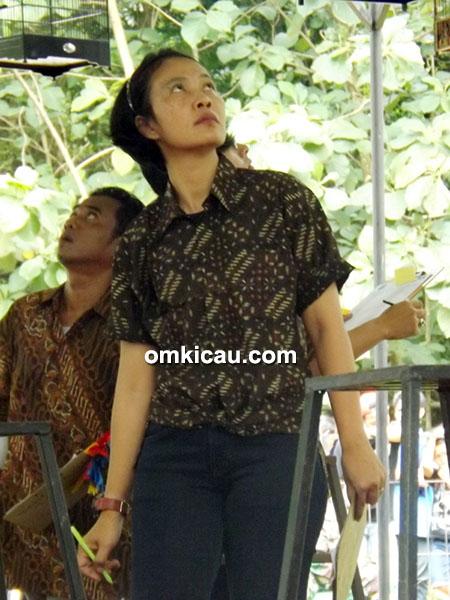 Mbak Tia, korlap Radjawali Indonesia