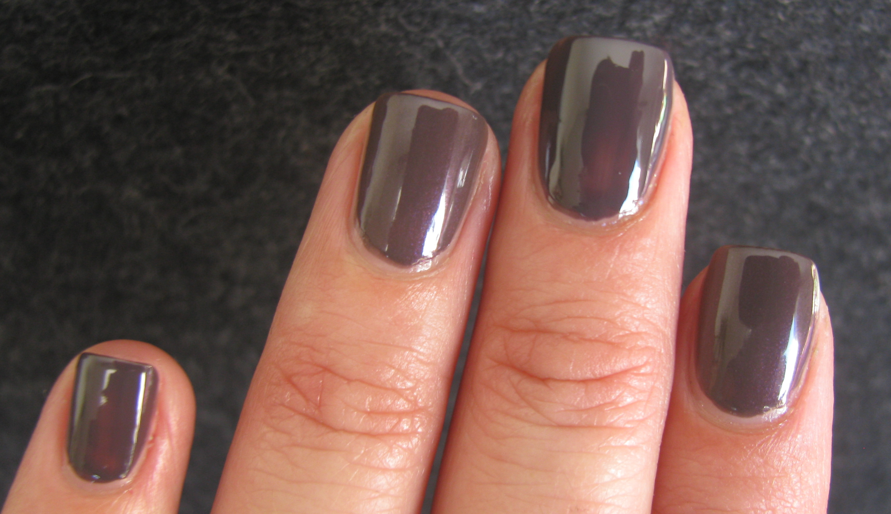 Essie Smokin\' Hot vs. CHANEL Paradoxal | ommorphia beauty bar