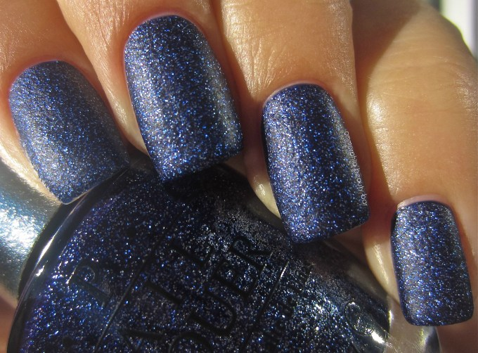 OPI DS Lapis swatch 2